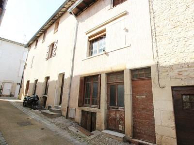 MAISON DE VILLE A VENDRE - TOURNUS - 115 m2 - 63300 €