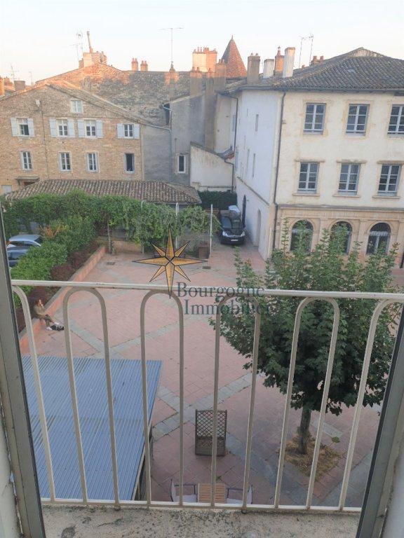 APPARTEMENT EN DUPLEX A VENDRE - TOURNUS - 108 m2 - 112000 €